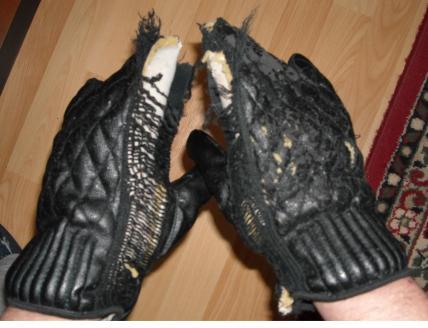 zerschlissene Handschuhe